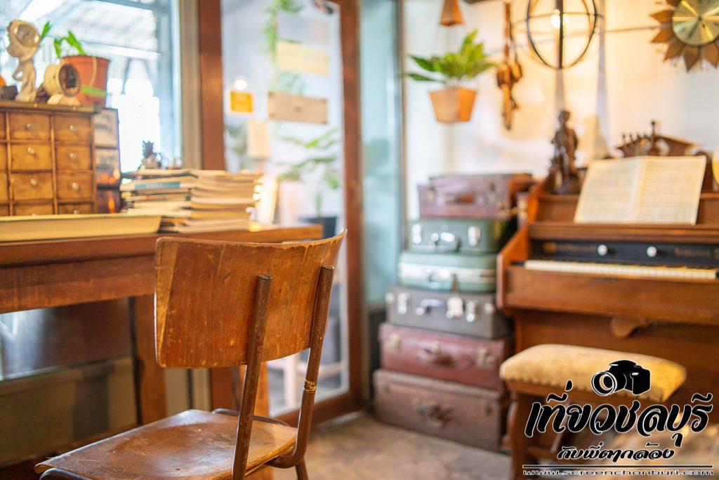 Teuk-ตึก Coffee/Food/Vintage/stuff คาเฟ่สไตล์วิลเทจอ่างศิลา ชลบุรี